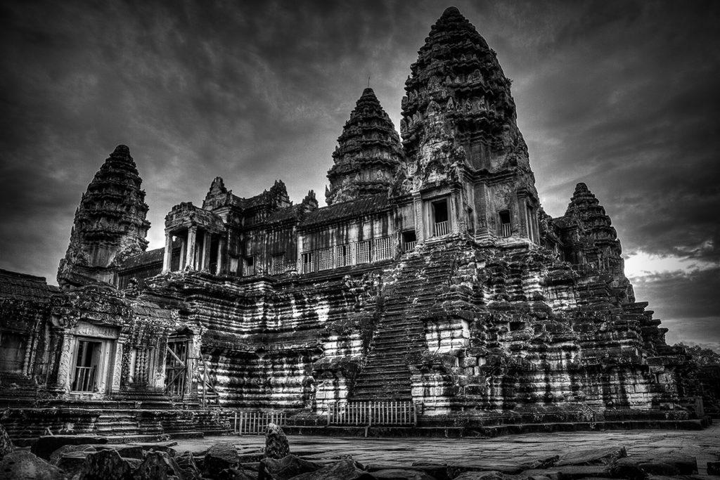 150620_1157-angkor-center-bw-hdr