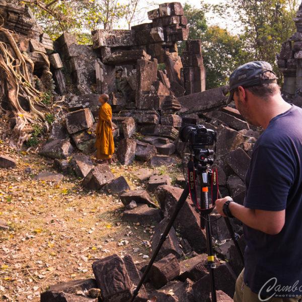monk angkor photography
