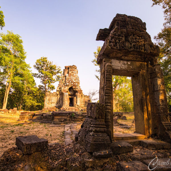 Corner temple Angkor Thom photo tour
