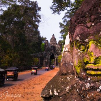 Victory gate Angkor tom