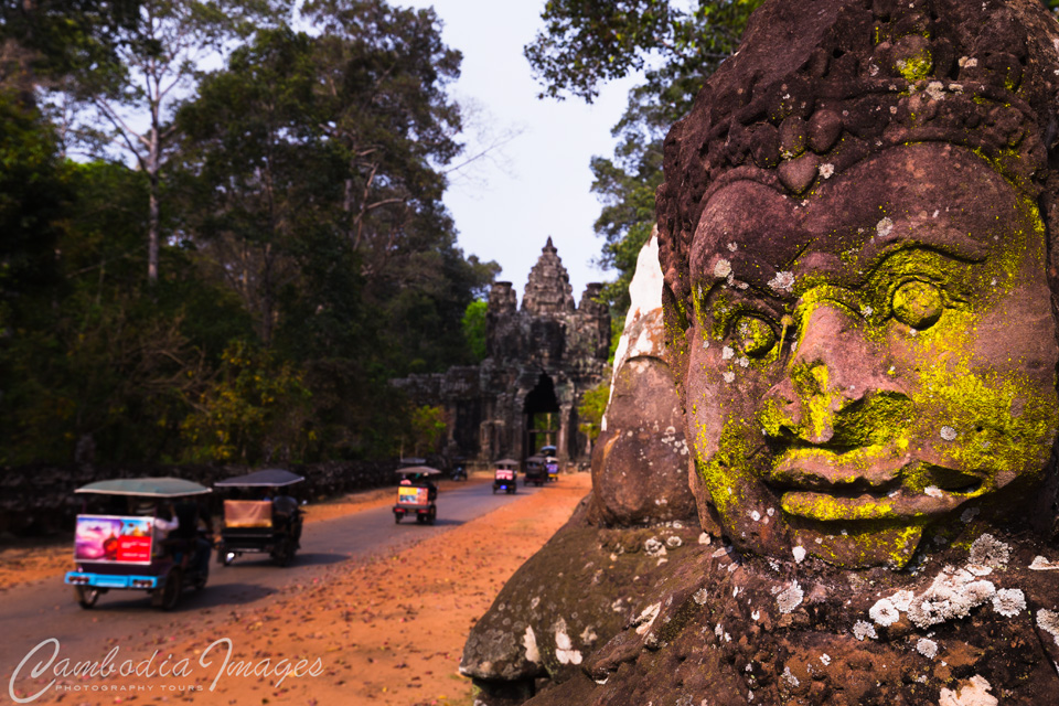 Victory gate Angkor tom